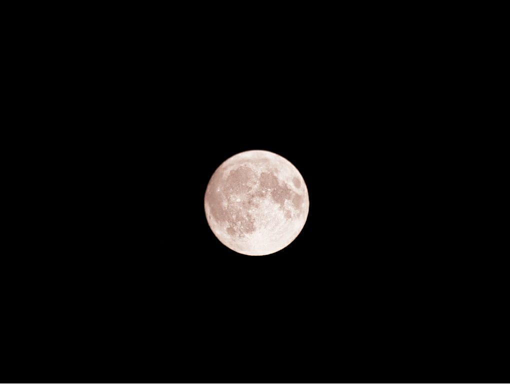 「月がキレイだな~」ふと思ったことが記事のネタになってしまう??